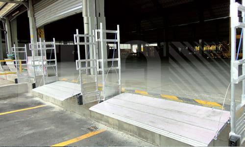 Подножки прикреплены к док-станции
